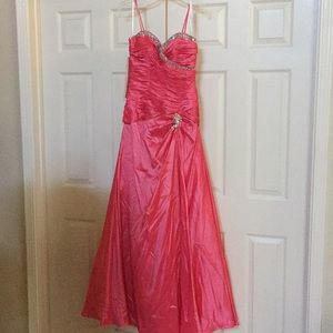 Tony Bowls Le Gala Coral Prom Pageant gown